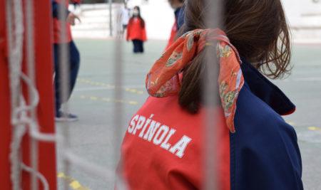 ¿Cómo es el uniforme del colegio Cardenal Spínola de Madrid?